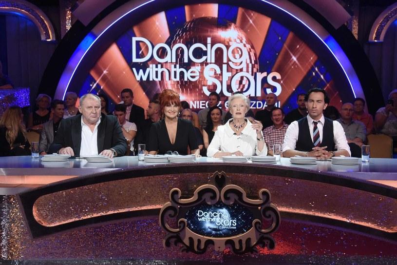 """Za nami półmetek """"Dancing with the Stars. Tańca z Gwiazdami"""", za miesiąc wszystko będzie jasne i dowiemy się, kto wzniesie w geście zwycięstwa Kryształową Kulę. Zdaniem jurorów, taneczne show to najbardziej nieprzewidywalny program, w którym wskazywanie faworytów jest jak gra w rosyjską ruletkę."""
