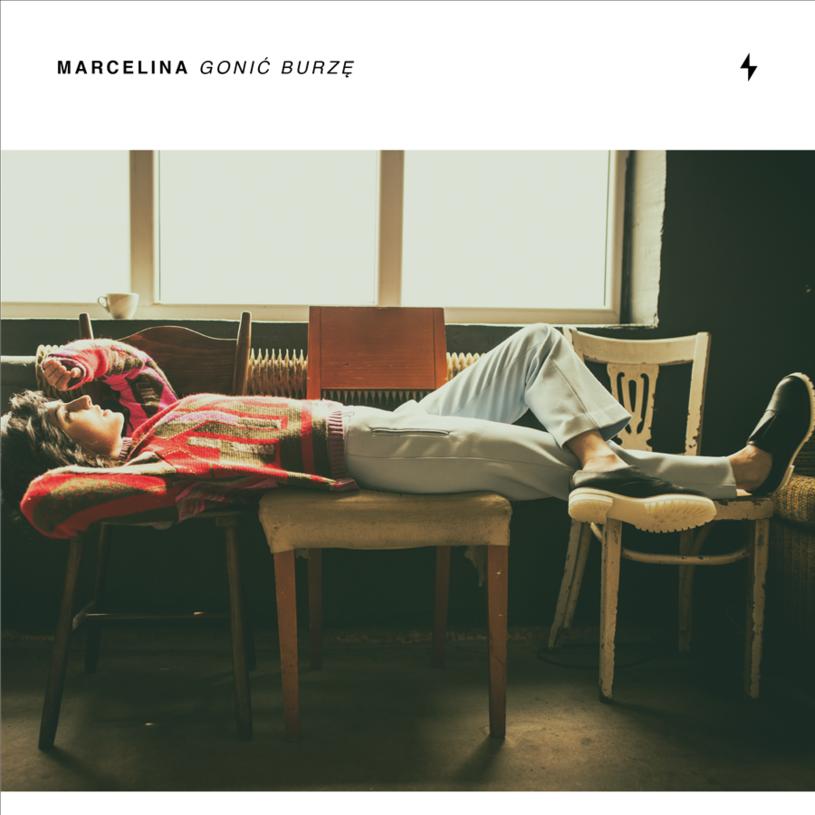 """Marcelina wzięła sprawy w swoje ręce. Jej charakter i doświadczenie słychać w każdej nucie i każdym słowie """"Gonić burzę""""."""