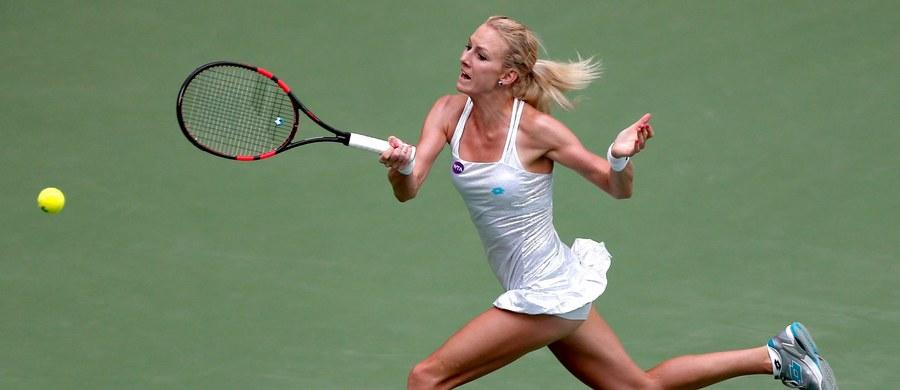 Urszula Radwańska przegrała z rozstawioną z numerem piątym francuską tenisistką Kristiną Mladenovic 4:6, 4:6 w 1/8 finału turnieju WTA Tour na twardych kortach w chińskim Tiencinie.