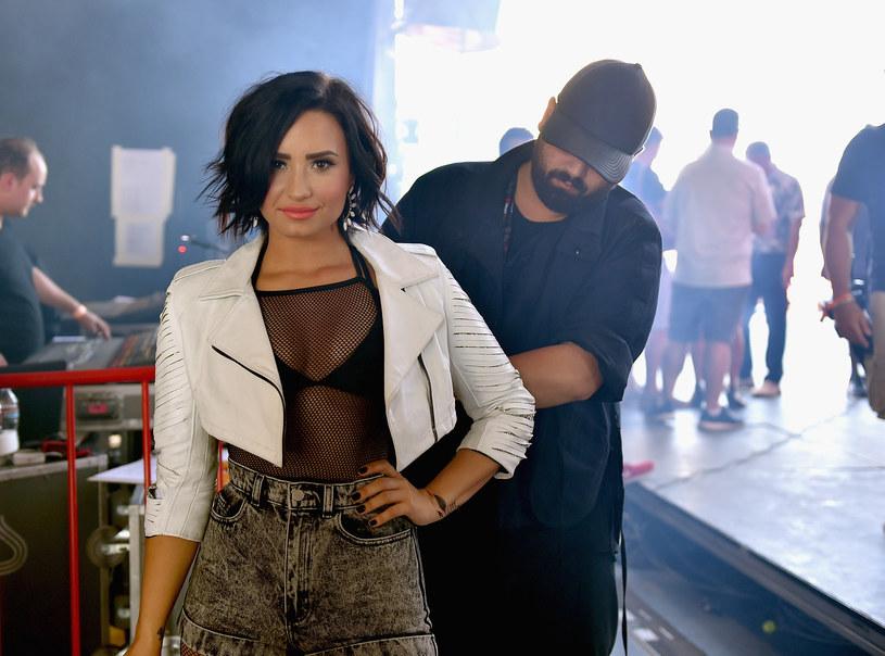 """Zdjęcie Demi Lovato pojawiło się niedawno na okładce magazynu """"Vanity Fair"""". Amerykańska wokalistka pozowała bez makijażu i całkowicie nago. Jak przyznała, było to dla niej bardzo ciężkie zadanie."""