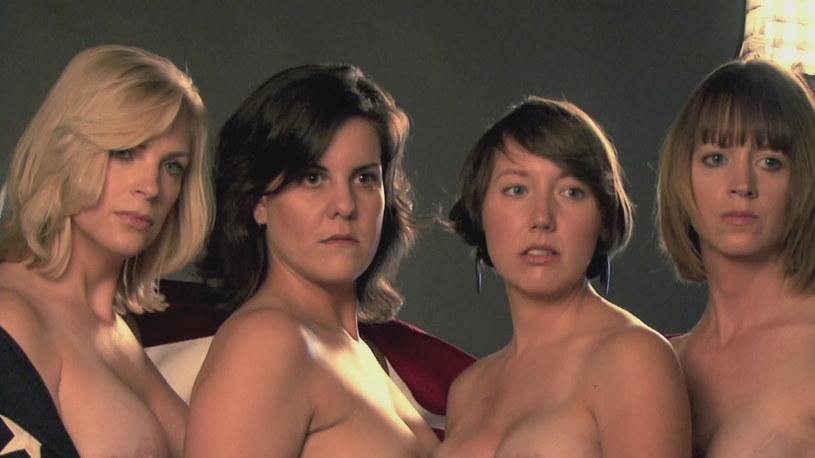 """W czwartek, 15 października o godz. 23.30 na antenie TLC zobaczymy poruszający dokument """"Odsłonić blizny"""". Cztery dzielne kobiety, naznaczone na ciele piętnem raka piersi, w niezwykłej sesji zdjęciowej Davida Jaya pokażą, co to znaczy wygrać życie i na nowo oswoić swoją kobiecość."""