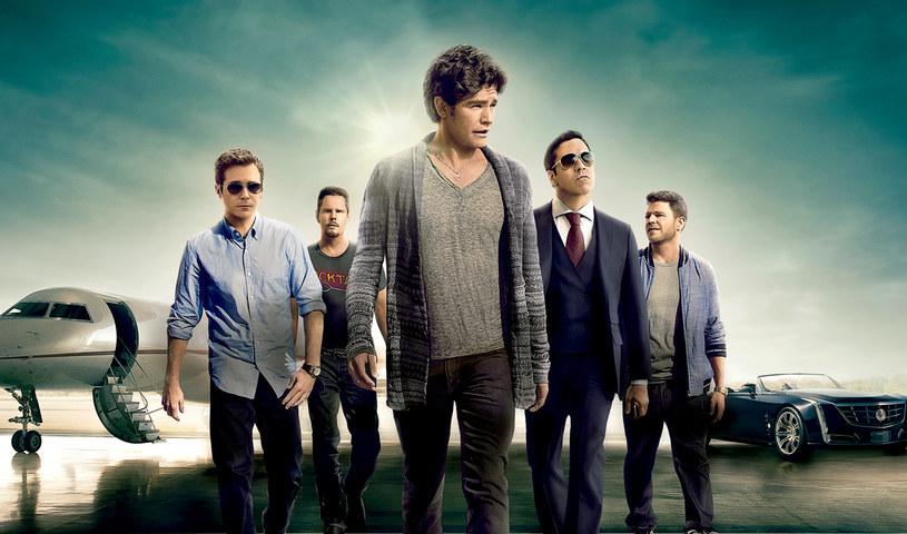 """Realizowany w latach 2004-2011 serial """"Ekipa"""" uznawany jest za jedną z najlepszych produkcji w historii telewizji HBO. Opowieść o grupie przyjaciół próbujących szczęścia w Hollywood została uhonorowana Złotym Globem i sześcioma nagrodami Emmy, a na całym świecie doczekała się milionów wiernych fanów. Kinowa adaptacja kultowego serialu jest już dostępna na płytach Blu-ray i DVD."""