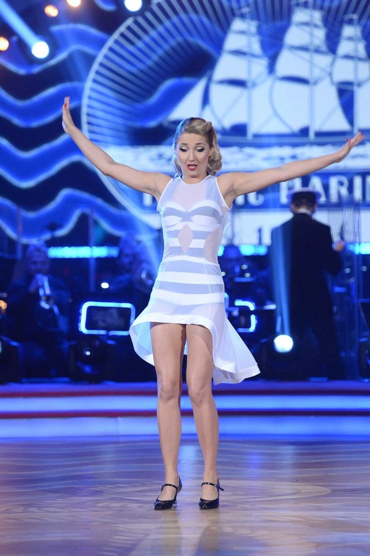 """Cleo - jedna z najpopularniejszych wokalistek w Polsce - nigdy nie mogła narzekać na swoją sylwetkę. Jednak jak donosi """"Fakt Gwiazdy"""", dzięki trzymiesięcznym treningom w """"Dancing with the Stars. Tańcu z Gwiazdami"""" piosenkarka schudła już 5 kilogramów!"""