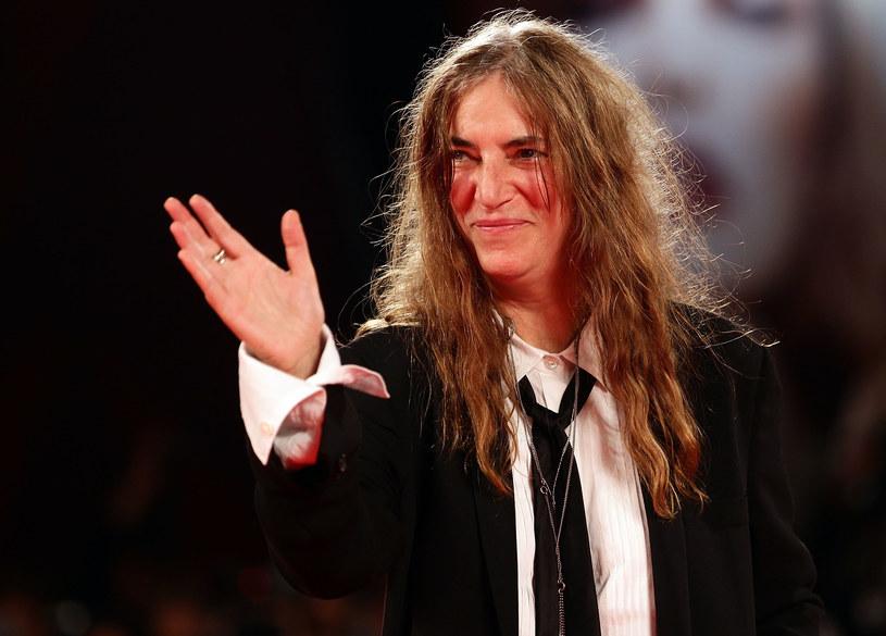 """Patti Smith popłakała się podczas spotkania autorskiego promującego jej nową książkę """"M Train"""". Wszystko to przez fankę, która, ku zdumieniu wokalistki, przyniosła jej torbę zawierającą rzeczy skradzione z jej koncertowego vana 40 lat temu."""