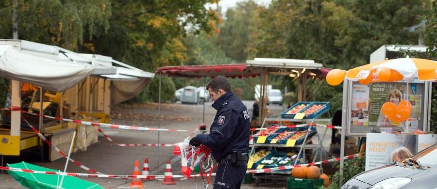 """Kanclerz Niemiec Angela Merkel, minister sprawiedliwości Heiko Maas i szef MSW Thomas de Maiziere potępili zamach na kandydatkę na burmistrza Kolonii Henriette Reker. Kobieta została zaatakowana przez bezrobotnego 44-latka, który działał z pobudek ksenofobicznych.""""Jej stan jest stabilny, ale kryzys jeszcze nie minął"""" - powiedział komendant policji w Kolonii, Wolfgang Albers."""