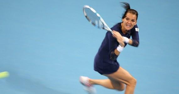 Agnieszka Radwańska przegrała z Marią Szarapową 6:4, 3:6, 4:6 w meczu Grupy Czerwonej turnieju WTA Finals w Singapurze. Spotkanie trwało prawie 3 godziny. Dla krakowianki to siódmy start w kończącej sezon imprezie Masters.