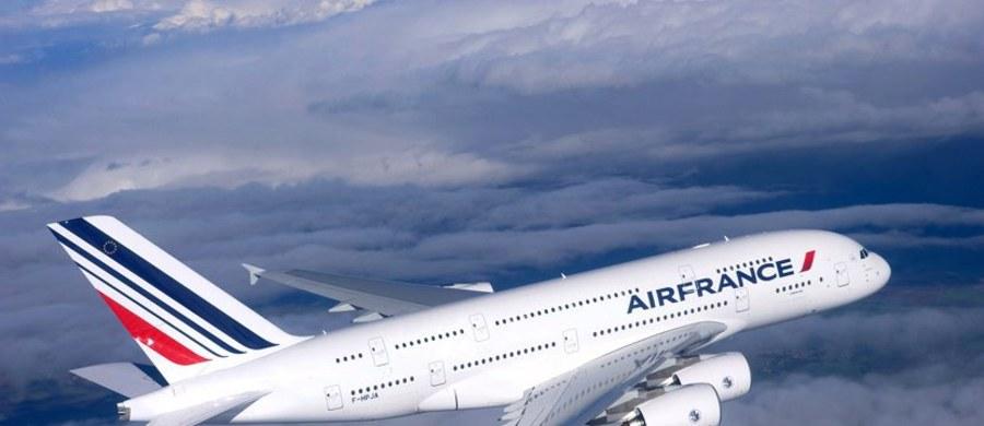 Linie lotnicze Air France potwierdziły, że zlikwidują w 2016 roku blisko tysiąc miejsc pracy w ramach dwuletniego planu likwidacji 2,9 tys. stanowisk. Ogłoszenie planu wywołało wcześniej oburzenie związkowców i szturm na biura przewoźnika.