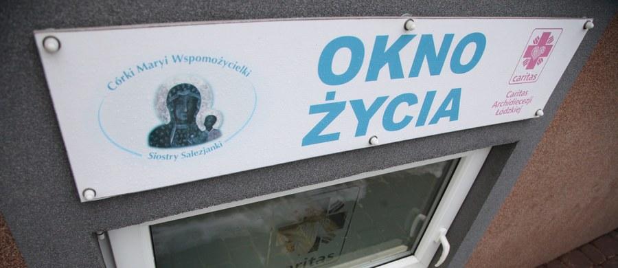 """Komitet Praw Dziecka ONZ wzywa Polskę do likwidacji """"okien życia"""", które jego zdaniem naruszają prawo dziecka do tożsamości. Nie zgadza się z tym Marek Michalak, Rzecznik Praw Dziecka. """"Nie możemy likwidować alternatywy, która może uratować dziecku życie"""" – podkreśla."""