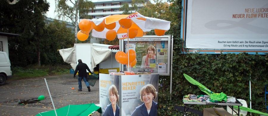 Henriette Reker, bezpartyjna kandydatka na burmistrza Kolonii poważnie zraniona nożem przez zamachowca ma szanse na zdobycie już w pierwszej turze absolutnej większości. Jej współpracownicy zapewniają, że Reker obejmie stanowisko.