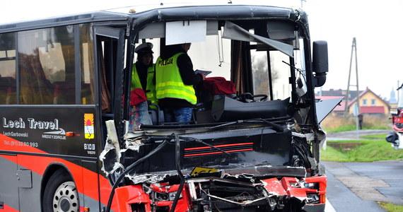 Na obwodnicy Wolina w województwie zachodnio-pomorskim doszło do poważnego wypadku. Autobus, którym podróżowały dzieci, zderzył się z ciężarówką. Są ranni.