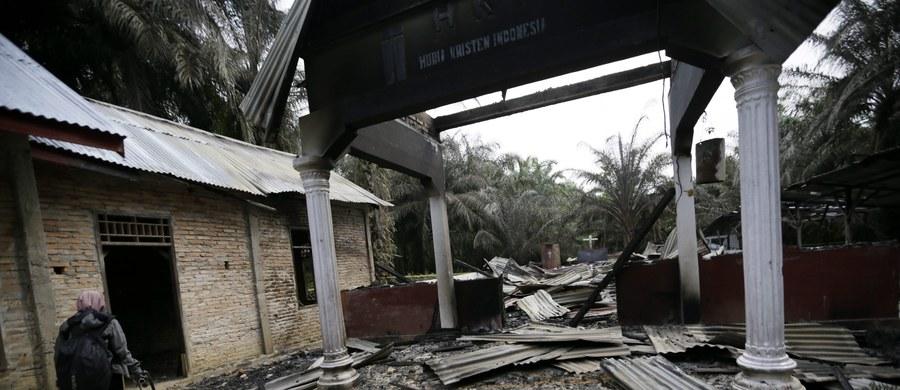 W indonezyjskiej prowincji Aceh wśród rosnących napięć na tle religijnym władze burzą kościoły - relacjonuje portal BBC News. Władze uzasadniają rozbiórkę brakiem zezwoleń na budowę i twierdzą, że zgodziła się na nią społeczność chrześcijańska.