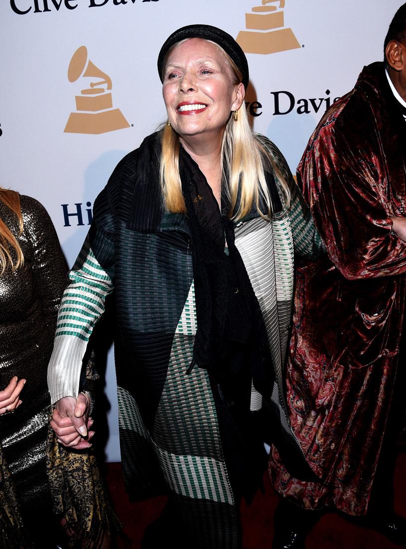 Według relacji przyjaciółki gwiazdy, Judy Collins, rehabilitacja wokalistki przynosi postępy.