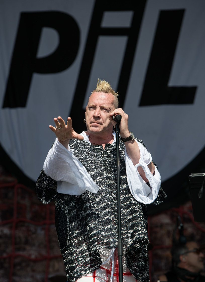 Wokalista Sex Pistols przyznał się, że jego fobia dotycząca mięsa związana jest z przebytym w dzieciństwie zapaleniem opon mózgowych.
