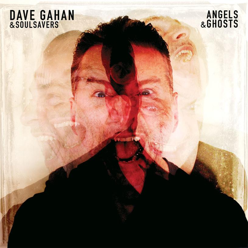 """Pierwsze, co atakuje człowieka przy odsłuchu """"Angels & Ghosts"""", to przypuszczenie, że Dave Gahan i chłopaki z Soulsavers w niedziele chodzą do jakiegoś afrobrytyjskiego zboru klaskać do gospeli."""