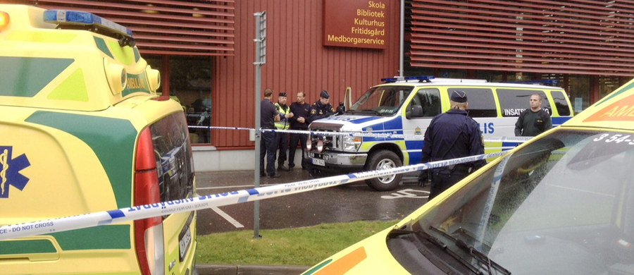 11-letni chłopiec i nauczyciel nie żyją, cztery osoby są ranne w ataku w szkole w Trollhättan w Szwecji. Do budynku szkolnego wkroczył mężczyzna - prawdopodobnie z mieczem w ręku. Jak informuje policja, napastnik został postrzelony. Zmarł w szpitalu.