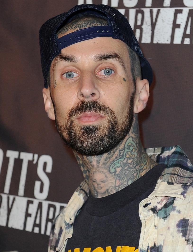 Perkusista Travis Barker z amerykańskiego zespołu Blink-182 opowiada o chwilach po katastrofie samolotowej z 2008 roku, w której miał poparzone 65 proc. powierzchni ciała.