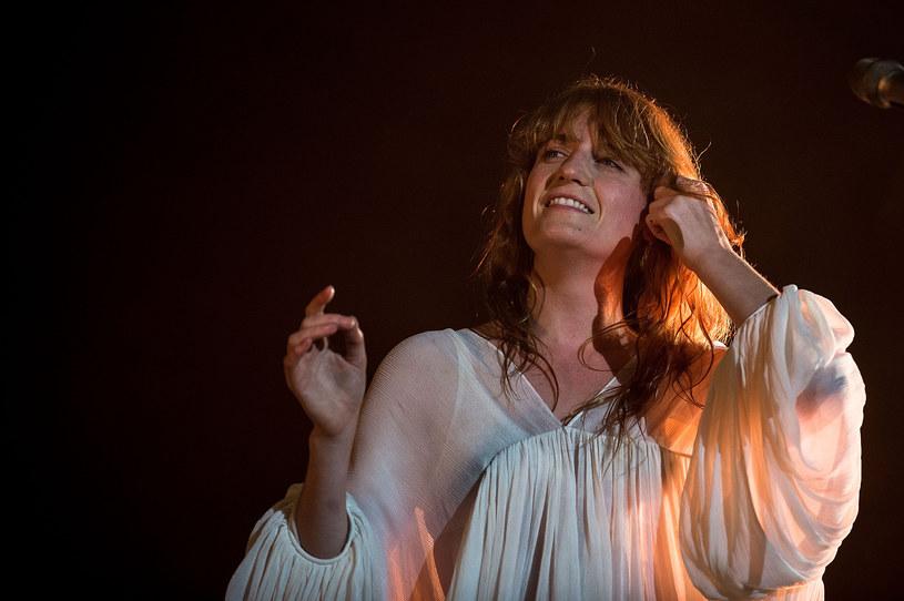 """Klipowa saga Florence & The Machine trwa. Tym razem obrazu doczekał się """"Delilah"""". Wokalistka wraz zespołem pojawiła się również u Ellen DeGeneres."""