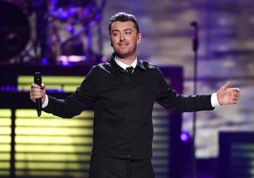 Simon Le Bon stwierdził, że jego zespół stworzył o wiele lepszą piosenkę promującą film o Jamesie Bondzie, niż Sam Smith.