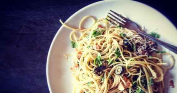 Wybory wyborami, ale zjeść coś trzeba. Dziś chyba nie może obyć się bez spaghetti! 25 października przypada bowiem Światowy Dzień Makaronu. Zatem świętujmy!
