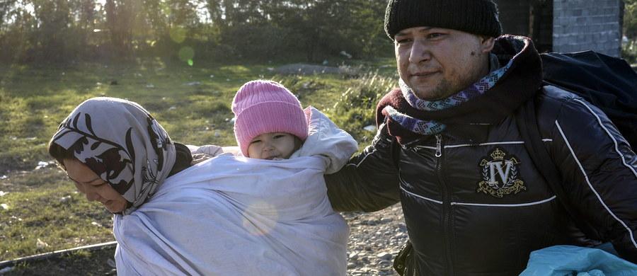 """Czeski prezydent Milosz Zeman, który już kilkakrotnie przestrzegał przed migrantami ekonomicznymi napływającymi do Europy na skalę niespotykaną od II wojny światowej, oskarżył ich o wykorzystywanie dzieci w charakterze """"żywych tarcz"""". W wywiadzie opublikowanym na stronie internetowej poczytnego tabloidu """"Blesk"""" stwierdził, że dzieci """"służą jako żywe tarcze ludziom z iPhone'ami, aby usprawiedliwić zalew migrantów""""."""