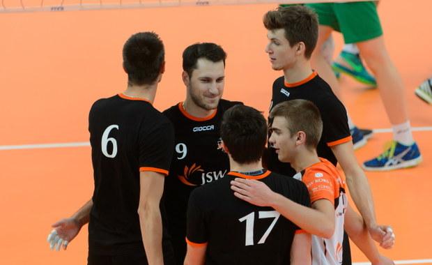 Siatkarze Jastrzębskiego Węgla wygrali w Murowanej Goślinie 11. Memoriał Arkadiusza Gołasia. W finale pokonali AZS Częstochowa 3:0 (25:20, 25:16, 25:19). Trzecią lokatę zajął ubiegłoroczny triumfator Lotos Trefl Gdańsk.