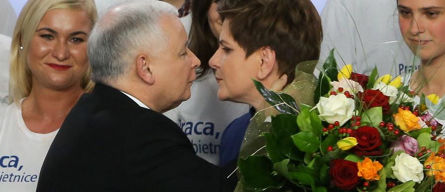 """Niemiecki dziennik """"Sueddeutsche Zeitung"""" uznał wynik wyborów w Polsce za """"polityczne trzęsienie ziemi"""". Celem zwycięskiej partii PiS jest, zdaniem komentatora, """"paternalistyczno-nacjonalistyczne państwo"""" według węgierskiego wzoru."""