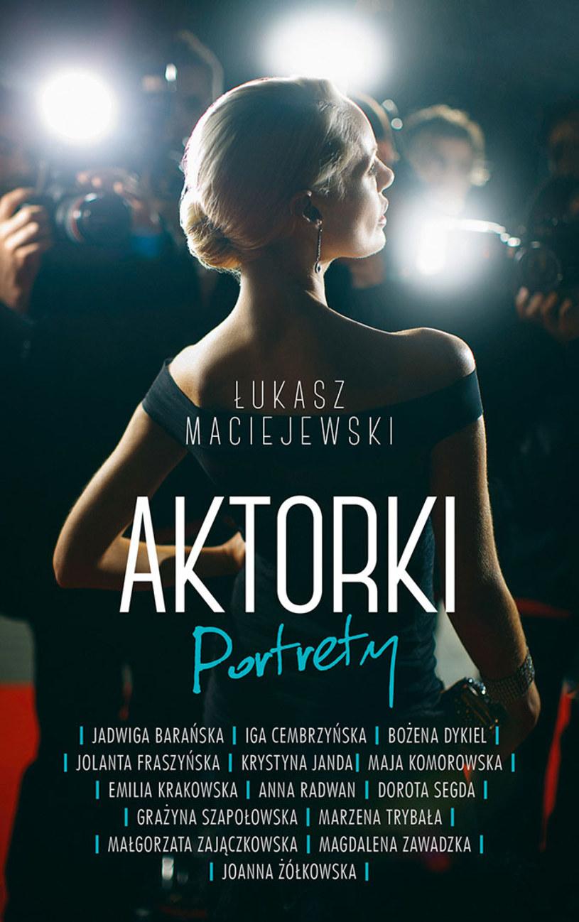 """Już 5 listopada w księgarniach pojawi się nowa książka Łukasza Maciejewskiego, zatytułowana """"Aktorki. Portrety"""". To kontynuacja poprzedniej, bestsellerowej publikacji znanego krytyka filmowego i teatralnego, """"Aktorki. Spotkania""""."""