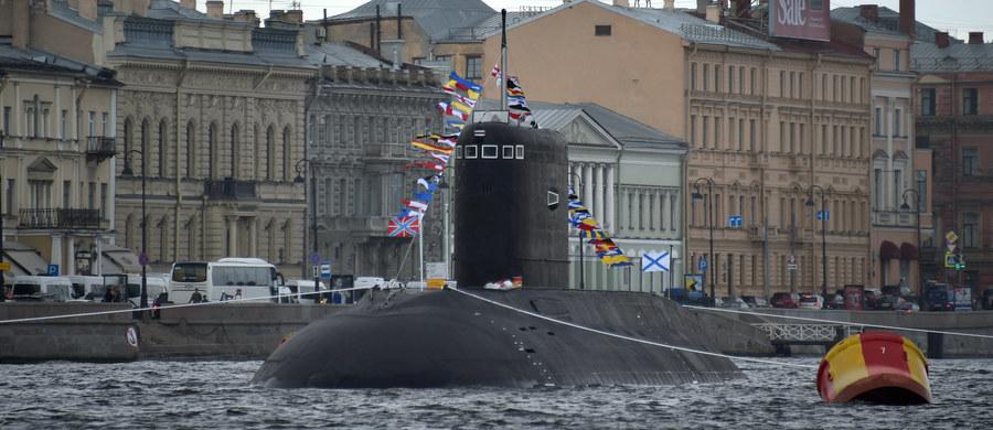 """Rosyjskie okręty podwodne i okręty wywiadowcze """"agresywnie"""" działają w pobliżu strategicznych podmorskich kabli światłowodowych, którymi przechodzi większość połączeń internetowych na świecie - alarmuje w poniedziałek dziennik """"New York Times""""."""