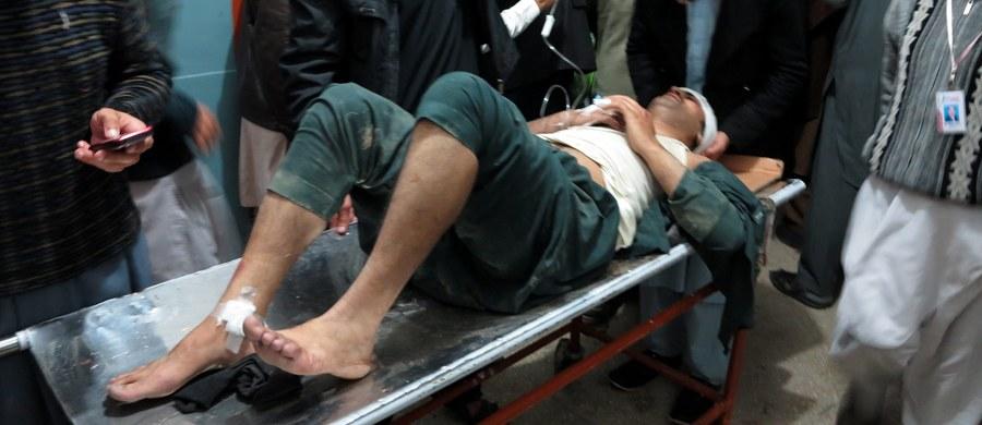 Rośnie liczba ofiar trzęsienia ziemi o magnitudzie 7,6 w skali Richtera, które w poniedziałek nawiedziło Azję. Według najnowszych danych w Pakistanie zginęło co najmniej 29 osób, a w Afganistanie co najmniej 17. Są też setki rannych.