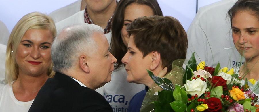 """Populistyczna partia stworzona przez braci Kaczyńskich pokonała w niedzielę będącą u władzy Platformę Obywatelską, która w ostatnich miesiącach stała się bohaterem wielu skandali - pisze na swej stronie internetowej francuski lewicowy dziennik """"Liberation""""."""
