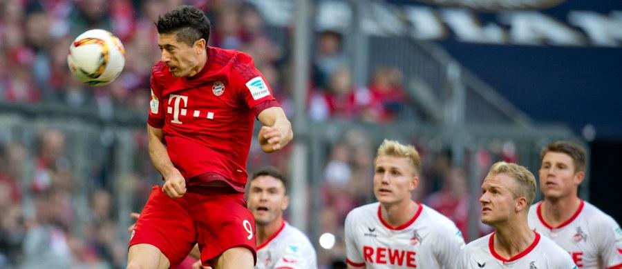 """Piłkarz Bayernu Monachium Robert Lewandowski będzie miał we wtorek kolejną okazję pokonania bramkarza VfL Wolfsburg, któremu w ekstraklasie wbił pięć bramek w dziewięć minut. Gospodarzem spotkania 2. rundy Pucharu Niemiec będą broniące trofeum """"Wilki""""."""