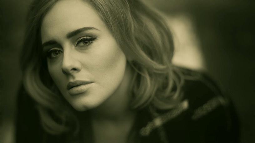 """Ponad 69 milionów wyświetleń od 22 października - tyle razy obejrzano nowy klip Adele """"Hello"""". Użytkownicy sieci jednak nie byliby sobą, gdyby nie próbowali smutnej piosenki brytyjskiej wokalistki obrócić w żart."""