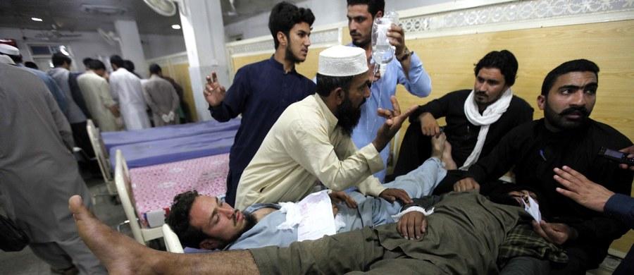 """Pakistańska gazeta """"Dawn"""" poinformowała na swej stronie internetowej, że poniedziałkowe trzęsienie ziemi pochłonęło w Pakistanie co najmniej 105 ofiar śmiertelnych. W Afganistanie zginęły co najmniej 24 osoby. Są też setki rannych. Ofiar, niestety może być znacznie więcej."""