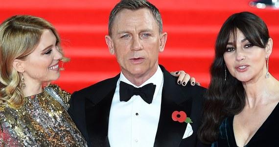 """Z udziałem gwiazd kina a także członków brytyjskiej rodziny królewskiej odbyła się w poniedziałek wieczorem w Londynie światowa premiera nowego filmu o Jamesie Bondzie: """"Spectre""""."""
