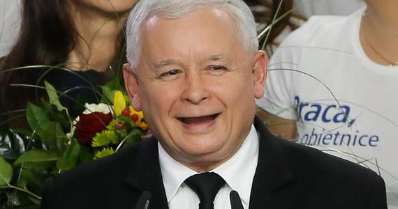 PiS bierze wszystko - w tym głosy warszawiaków. Ale w stołecznym pojedynku na szczycie niespodzianka - Jarosław Kaczyński przegrał z Ewą Kopacz. Ustępująca premier zebrała prawie 231 tysięcy głosów - to niemal 30 tysięcy więcej niż lider Prawa i Sprawiedliwości. Sprawdźcie, jak rozłożyły się głosy w innych znanych politycznych pojedynkach.