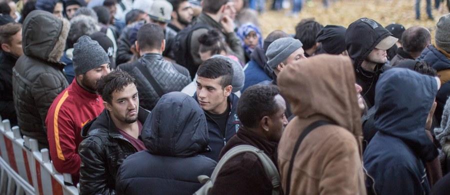 Szef eurogrupy, minister finansów Holandii Jeroen Dijsselbloem uważa, że należy obcinać fundusze unijne dla krajów,  które odmawiają przyjęcia uchodźców. Wskazał m.in. na Polskę - poinformowała z Hagi niemiecka agencja dpa.