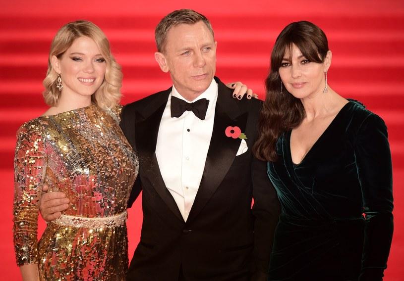 """Z udziałem gwiazd kina a także członków brytyjskiej rodziny królewskiej odbyła się w poniedziałek, 26 października, wieczorem w Londynie światowa premiera nowego filmu o Jamesie Bondzie: """"Spectre""""."""