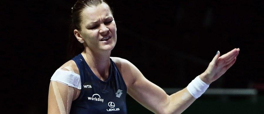Drugi mecz i druga porażka Agnieszki Radwańskiej w turnieju WTA Finals w Singapurze. Dziś najlepsza polska tenisistka przegrała 6:7, 4:6 z Włoszką Flavią Pennettą i praktycznie straciła szansę awansu do półfinału tej prestiżowej imprezy.