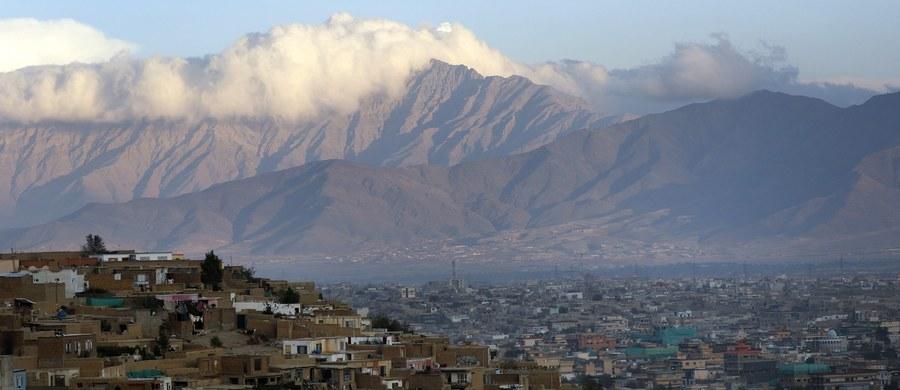 Strzelanina na granicy Pakistanu i Afganistanu. Zginęło siedmiu pakistańskich żołnierzy - podały siły zbrojne w Islamabadzie. Ich zdaniem pakistańscy żołnierze zostali zaatakowani z terytorium sąsiedniego państwa.
