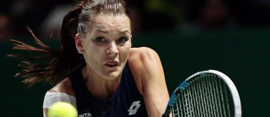 """Agnieszka Radwańska przyznała, że w drugim meczu grupowym w turnieju WTA Finals, podobnie jak we wcześniejszym, brakowało jej momentami koncentracji. """"Powinnam była wygrać pierwszego seta"""" - zaznaczyła polska tenisistka po porażce z Włoszką Flavią Pennettą."""