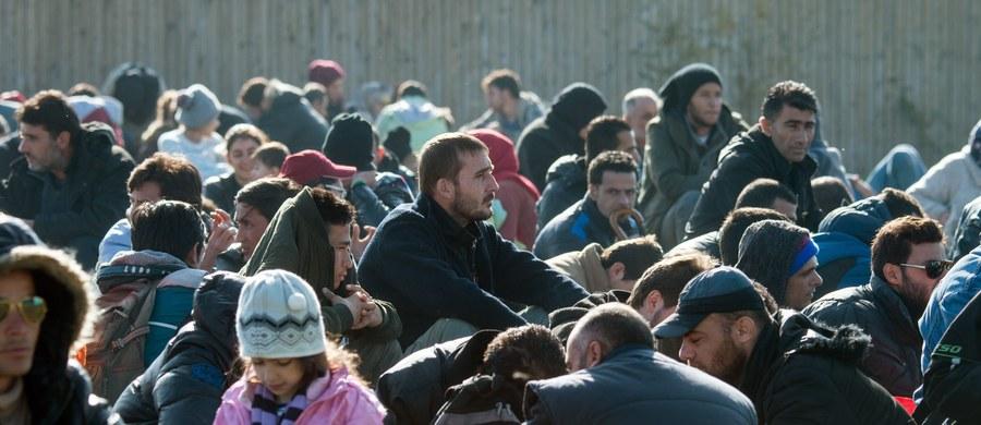 Spośród społeczeństw Europy Zachodniej Brytyjczycy i Francuzi są najmniej przychylni przyjmowaniu migrantów - wynika z opublikowanych we wtorek rezultatów sondażu na temat kryzysu migracyjnego w Unii Europejskiej. Od 64 do 85 procent ankietowanych uważa, że pomiędzy uchodźcami przyjmowanymi w UE mogą być potencjalni terroryści.