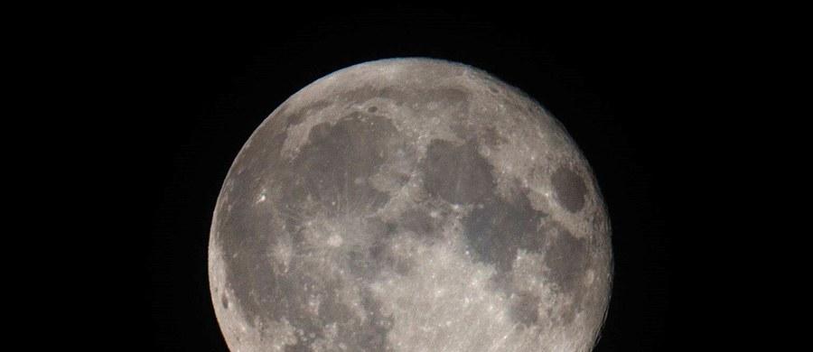 """""""Pierwsza rosyjska załogowa wyprawa na Księżyc odbędzie się nie później niż w 2029 roku"""" - zapowiedział dyrektor najważniejszego przedsiębiorstwa przemysłu kosmicznego w Rosji RKK Energia Władimir Sołncew. Wcześniej mają zostać przeprowadzone loty eksperymentalne. """"Zostaną one zapoczątkowane już w 2021 roku"""" - zaznaczył Sołncew."""
