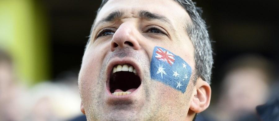 Australijczycy zawdzięczają swój akcent alkoholowi - to teoria wysunięta przez profesora z uniwersytetu w Melbourne. Dean Frenkel uważa, że wykształcili go mieszkańcy kolonii karnej założonej niegdyś przez brytyjską koronę w Australii.