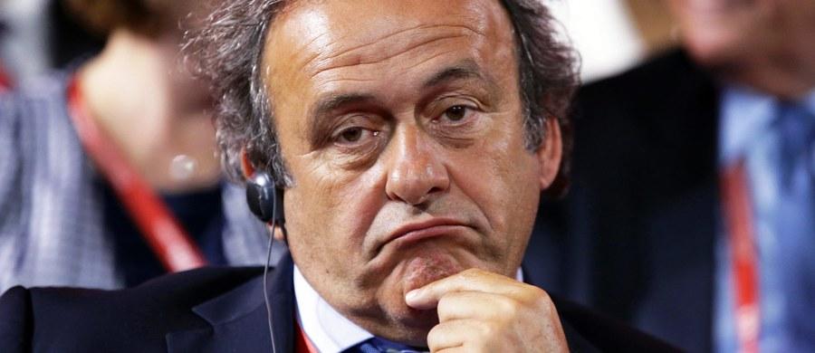 Zawieszony szef FIFA Sepp Blatter w wywiadzie dla agencji prasowej TASS oskarżył szefa UEFA Michela Platiniego o sprowokowanie i zaaranżowanie afery korupcyjnej. Szwajcar zapewnił też, że bez względu na śledztwo prokuratury mundial 2018 odbędzie się w Rosji.