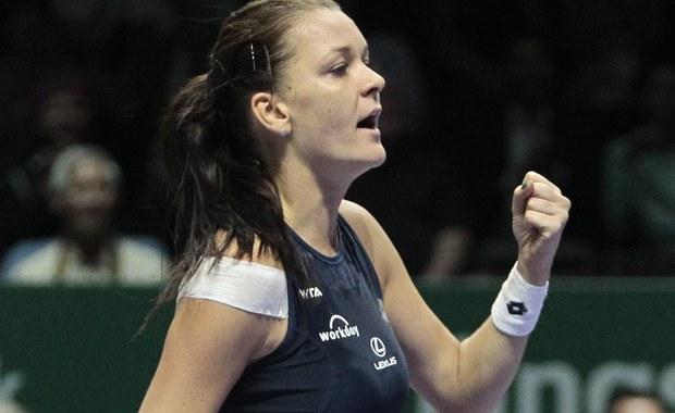 Agnieszka Radwańska wygrała ostatni grupowy meczu turnieju WTA Finals w Singapurze. Nasza zawodniczka pokonała Simonę Halep 7:6; 6:1 i wciąż ma szansę na awans do półfinału tych zawodów.