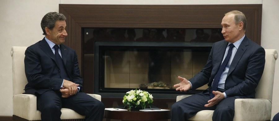 Były prezydent Francji Nicolas Sarkozy został przyjęty przez prezydenta Władimira Putina w jego podmoskiewskiej rezydencji. Wizyta francuskiego polityka została ostro skrytykowana we Francji.