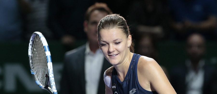 Agnieszka Radwańska po raz pierwszy w historii zagra w finale turnieju Masters. W półfinale rozgrywanej w Singapurze imprezy nasza tenisistka pokonała Hiszpankę Garbine Muguruzę 6-7, 6-3, 7-5. Mecz trwał 2 godziny i 38 minut. Wiadomo już również, że Polka w finale imprezy zmierzy się z Czeszką Petrą Kvitovą.