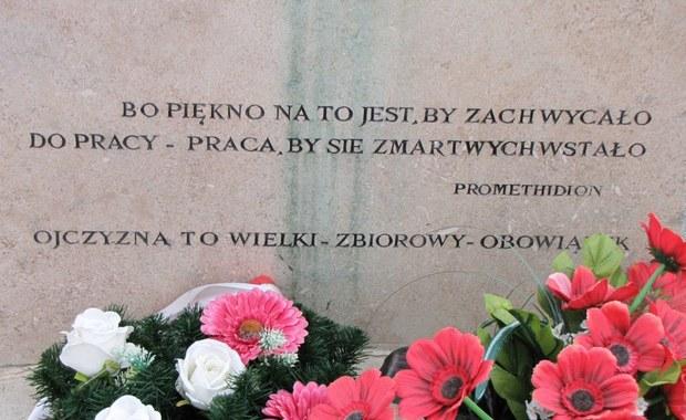 """Jednym z najważniejszych polskich cmentarzy poza granicami naszego kraju jest nekropolia w Montmorency we Francji. Znajdują się tam m.in. groby Adama Mickiewicza, Cypriana Kamila Norwida, Juliana Ursyna Niemcewicza oraz tak znanych polskich malarzy jak Olga Boznańska czy Tadeusz Makowski. Ten """"Polski Panteon"""" - jak nazywają ten cmentarz Francuzi - jest jednak mało znany wielu rodakom."""