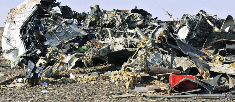 Katastrofa rosyjskiego samolotu Airbus A321. Maszyna należąca do rosyjskich linii lotniczych Metrojet (Kogałymawia) z 224 osobami na pokładzie rozbiła się w rejonie centralnego Synaju. Nikt nie przeżył. Egipskie władze zlokalizowały już czarne skrzynki wyczarterowanego samolotu, który leciał z kurortu Szarm el-Szejk do Sankt Petersburga. Nieznane są na razie przyczyny tragedii. Kilka godzin po niej grupa Państwa Islamskiego w Egipcie ogłosiła, że to ona zestrzeliła samolot. Tym doniesieniom zaprzeczył rosyjski minister transportu Maksim Sokołow. Wersji o zamachu nie potwierdza również strona egipska.