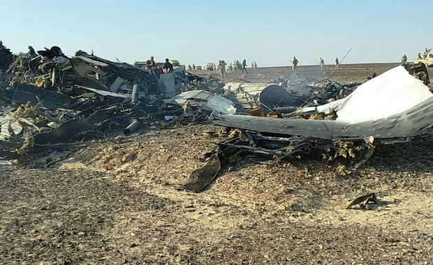 Linie lotnicze Lufthansa i Air France-KLM ogłosiły, że ich samoloty będą omijać egipski półwysep Synaj do czasu wyjaśnienia przyczyn katastrofy rosyjskiego Airbusa A321. Maszyna linii Kogałymawia z 224 osobami na pokładzie w sobotni poranek rozbiła się w rejonie centralnego Synaju. Nikt nie przeżył. Dżihadyści z grupy Państwa Islamskiego w Egipcie ogłosili, że to oni zestrzeli samolot. Zaprzeczyła temu Moskwa.